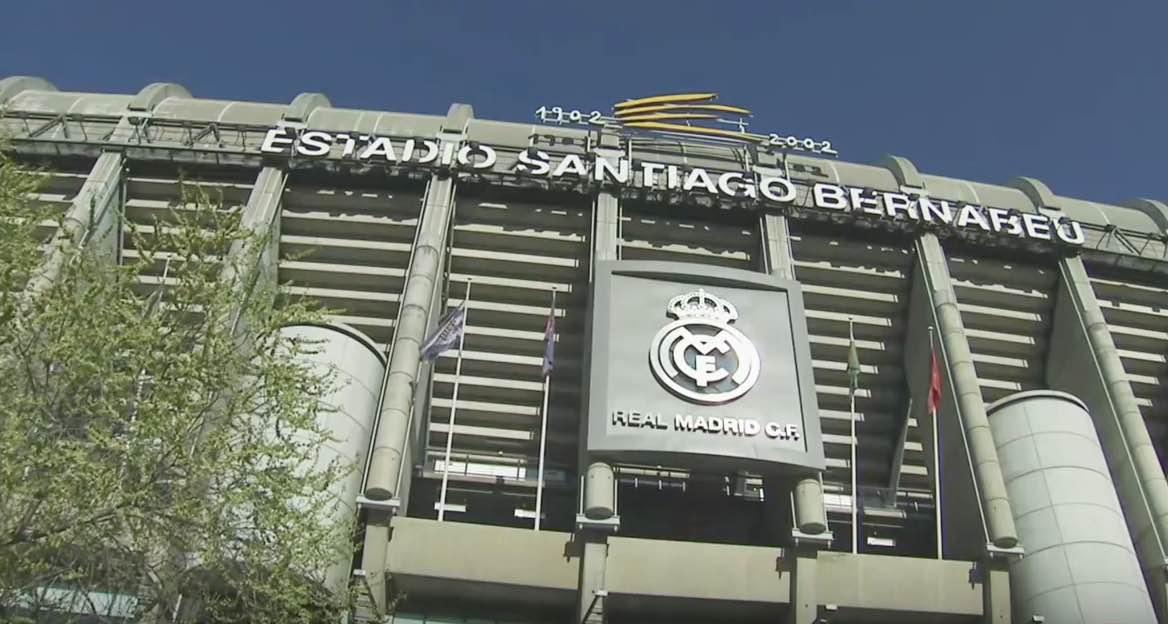 Spanish El Clásico - La Liga title on the line